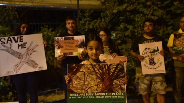 Several Delhi residents participated in candle-light vigils to protest against the cutting of trees. Image copyright: GETTY IMAGES