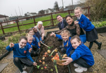 Pictured at the launch of Agri Aware's Incredible Edibles healthy eating initiative are (L-R) Minister of State for Health Promotion, Catherine Byrne T.D; Alan Jagoe, Chairman, Agri and Deirdre O'Shea, Executive Director Agri Aware with second class pupils from St. Louise De Marillac School, Ballyfermot, Dublin. The Incredible Edibles project aims to educate students about growing fruit and vegetables and to increase their knowledge of food origin and quality. It also highlights the important role that fresh, Irish produce plays in a healthy balanced diet and the importance of consuming at least five to seven portions of fruit and vegetables each day. For more information or to register visit :www.incredibleedibles.ie Photograph: Pat Moore