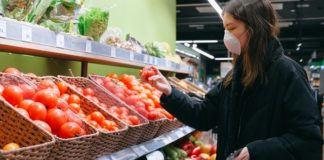 woman-in-face-mask-shopping-in-supermarket-3987223 (1)